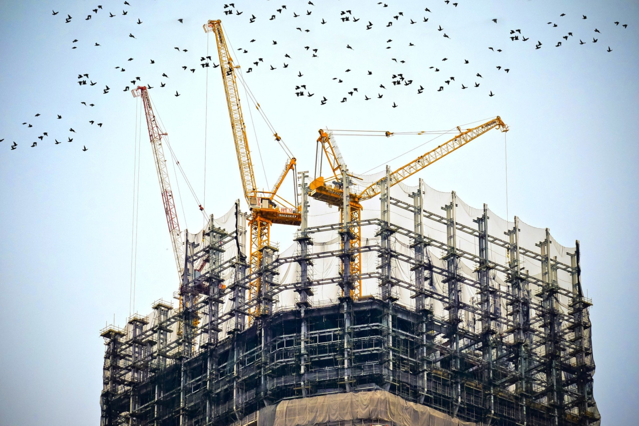 building-768815_1920-1280x853.png